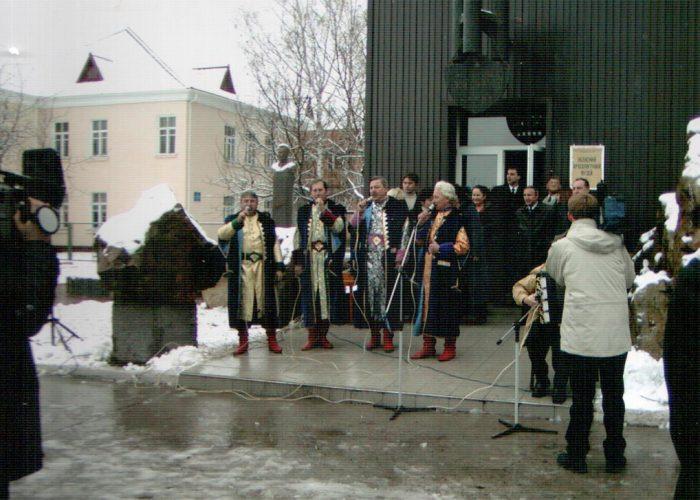 """Ансамбль """"Добродії"""" з міста Обухова на відкритті музею"""