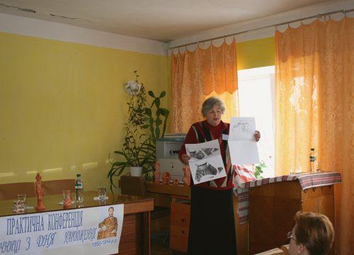 Науково-практична конференція 2010 р. у с. Халеп'я, доповідає Олена Якубенко