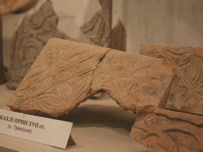 Кахлі пічні XVII ст. знайдені у с. Трипілля