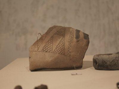 Фрагмент керамічного горщика чорноліської культури (Х — поч.  VI ст до н. е.)