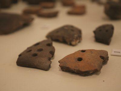 Фрагменти керамічних цідилок (доба Бронзи)