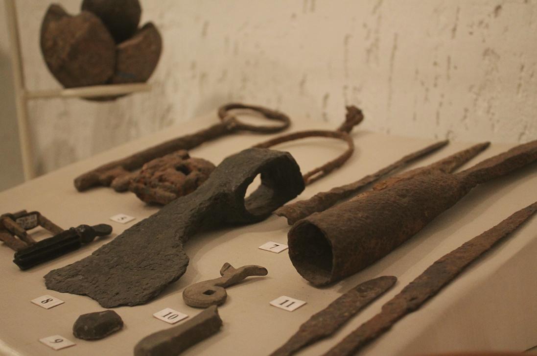Залізні матеріали XVI-XVIII ст. Списи, ключи, замки, сокира