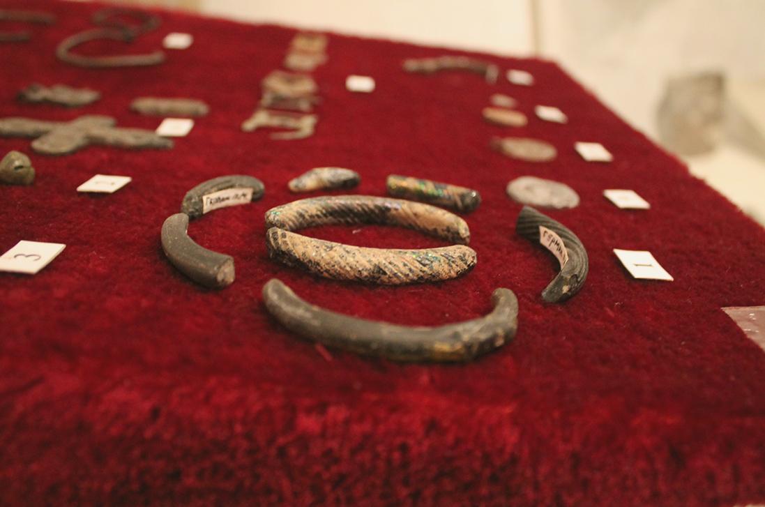 Фрагменти скляних браслетів (ХІ-ХІІІ ст) доба Київської Русі фото