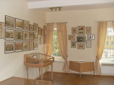 Перший зал в музеї Вікентія Хвойки