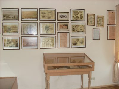 Експозиція першого залу в музеї Вікентія Хвойки у с. Халеп'я