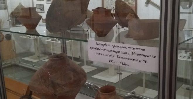 Матеріали з розкопок трипільського поселення Майданецьке 1976-1988 рр.