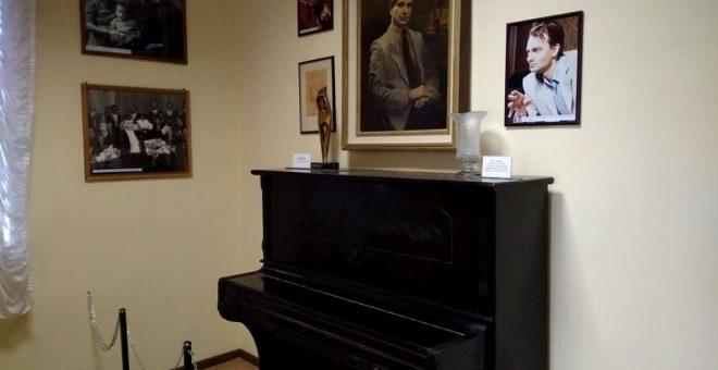 2портрет А. Солов'яненка в експозиції музею
