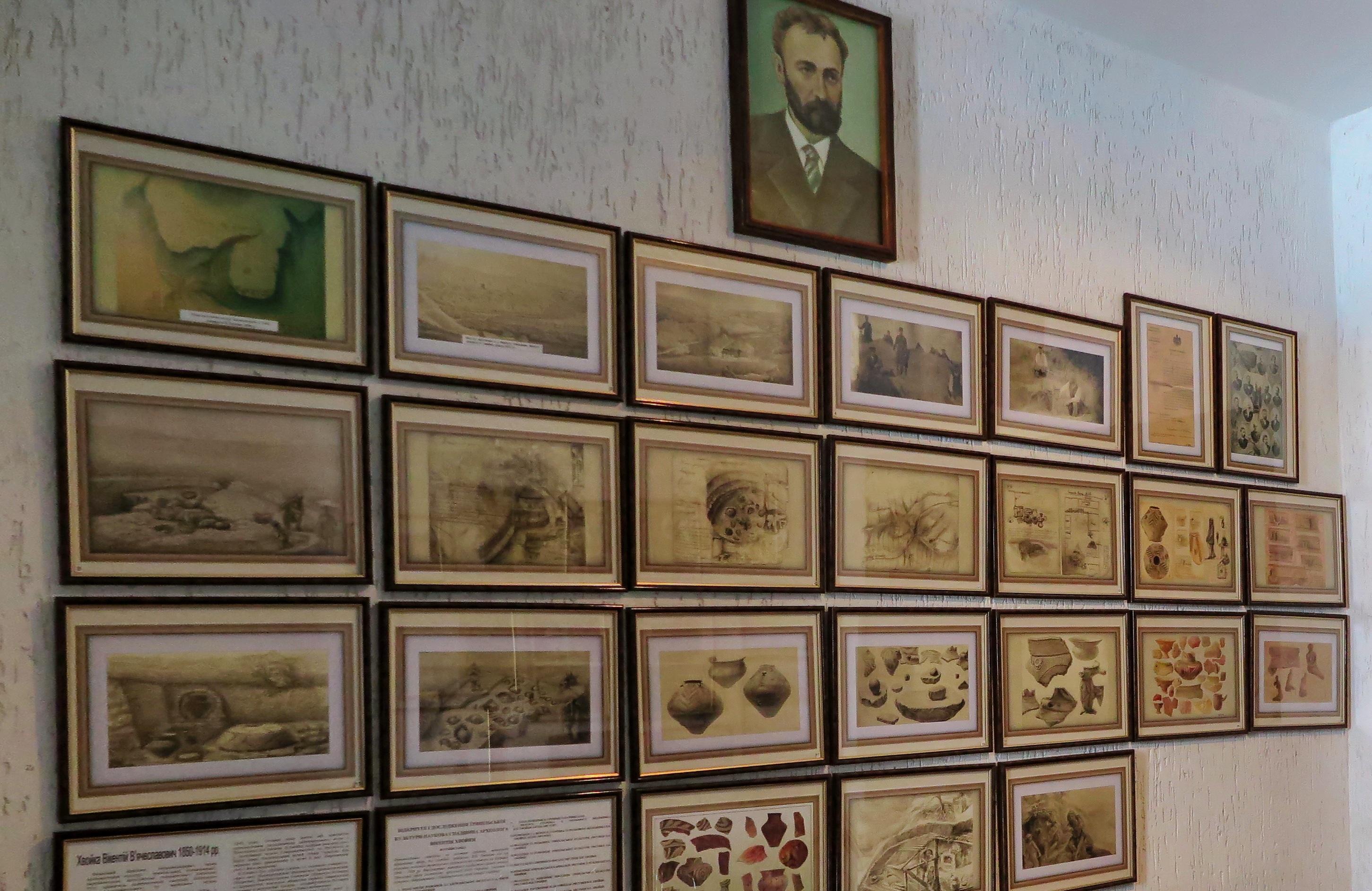 Стенд у холі музею